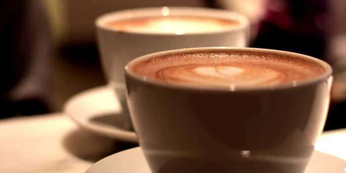 Rohschokolade aus Kakao und wie sie verarbeitet werden kann