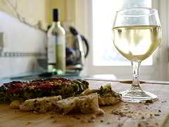 Zwiebelkuchen und junger Wein, lecker!