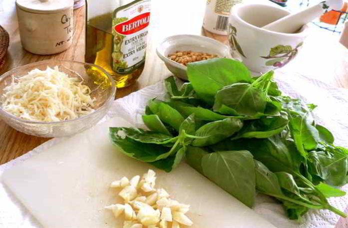 Pesto aus frischen Frühlingskräutern