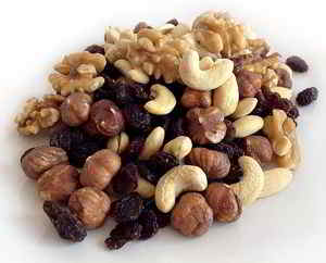 Nüsse gehören in den eigenen veganen Energy Riegel