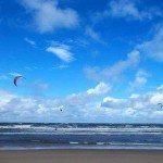 Der starke Wind heute ist ideal fuer die Surfer.