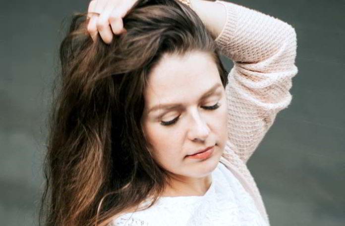 DIY Pflanzenaufgüsse für volle und glänzende Haare