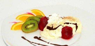 Eis aus Kokosmilch und Früchten