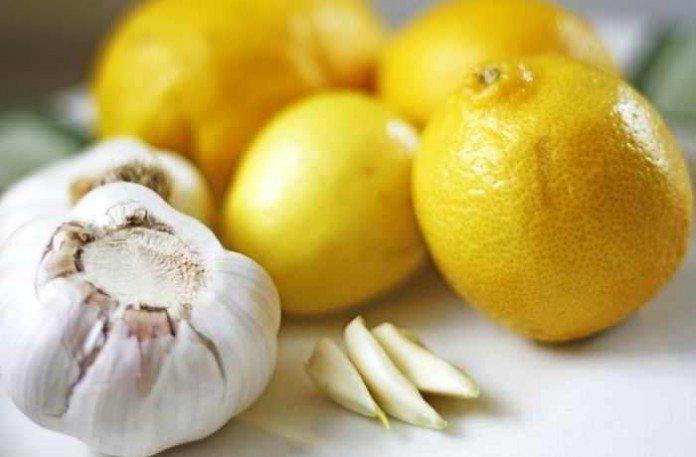 Die Knoblauch-Zitronen-Kur hilft bei der Entgiftung des Körpers