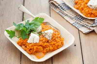 Feta Käse mit Linsen, Tomaten und Zwiebeln - absolut lecker!
