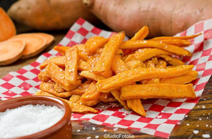 Knusprige Süßkartoffel- und Topinamburspalten mit zwei Avocado Dips