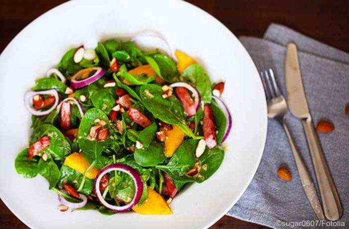 Spinat und Papaya - eine vitaminreiche, exotische Kombination