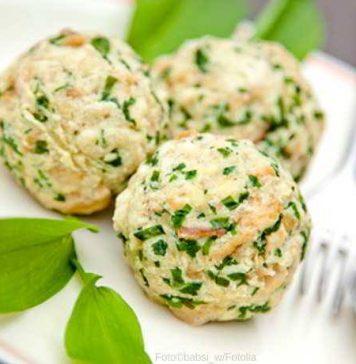 Frische vegetarische Bärlauch- oder Spinatknödel
