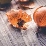 Zwiebelschalen - in der Küche, als Haarpflege und Pflanzennährstoff