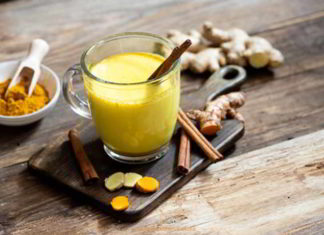 Vegane Kurkuma Latte mit Zimt - das gesunde Rezept