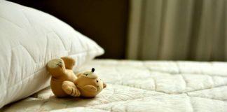 Wer gesund schlafen will, sollte beim Betten-Kauf auf die Matratze achten