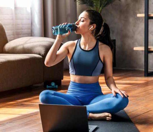 Tipps und Übungen: So halten Sie sich Zuhause fit!